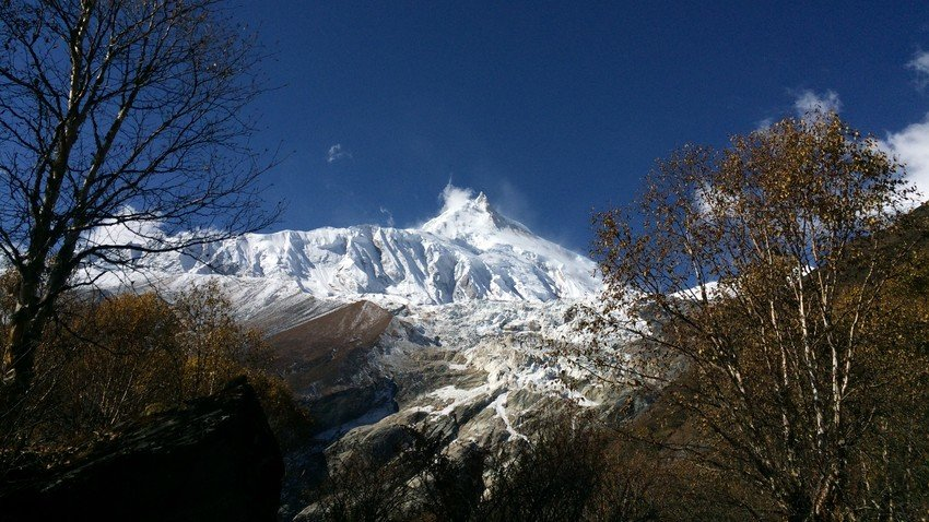 Around Manaslu - a high pass crossing at Larkya La