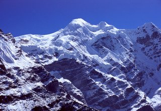 Royal Climb, 3 Peaks (AMBHU LABTSA, MERA and ISLAND PEAK), Camping 28 Days